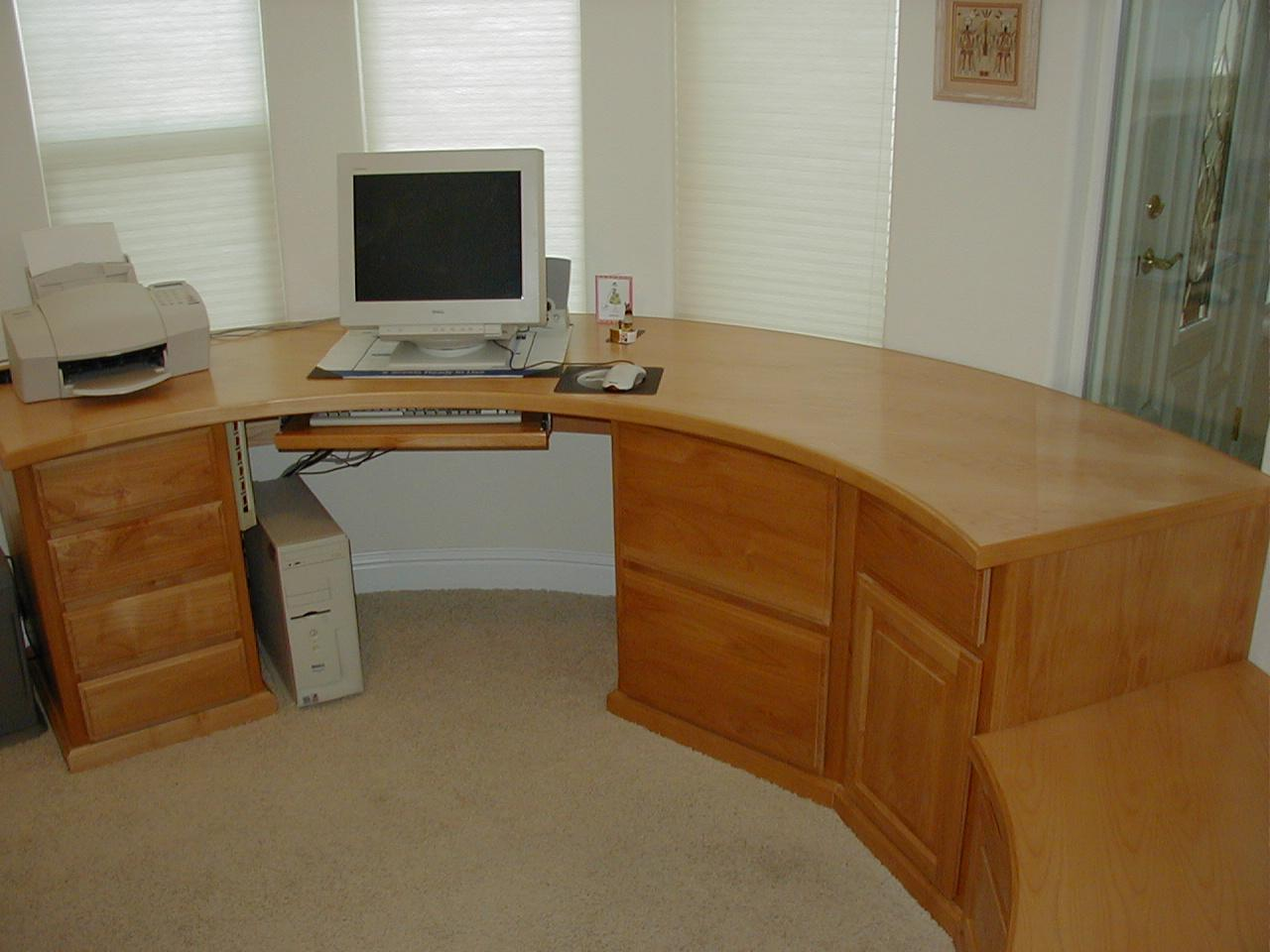 curved home office